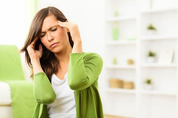 woman-with-headache_vvoyf9.jpg